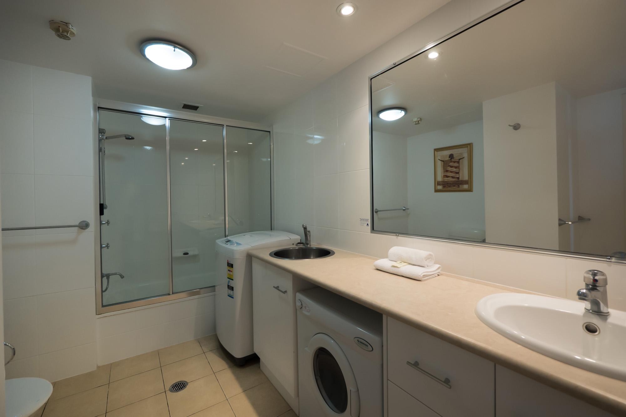 Princess Palms - Bathroom Laundry